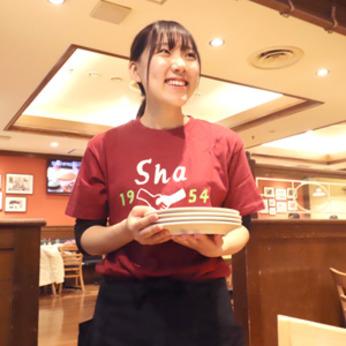 スタートのきっかけは「ピザが好き!」でもOK!初バイトも優しい先輩スタッフがしっかりサポートします
